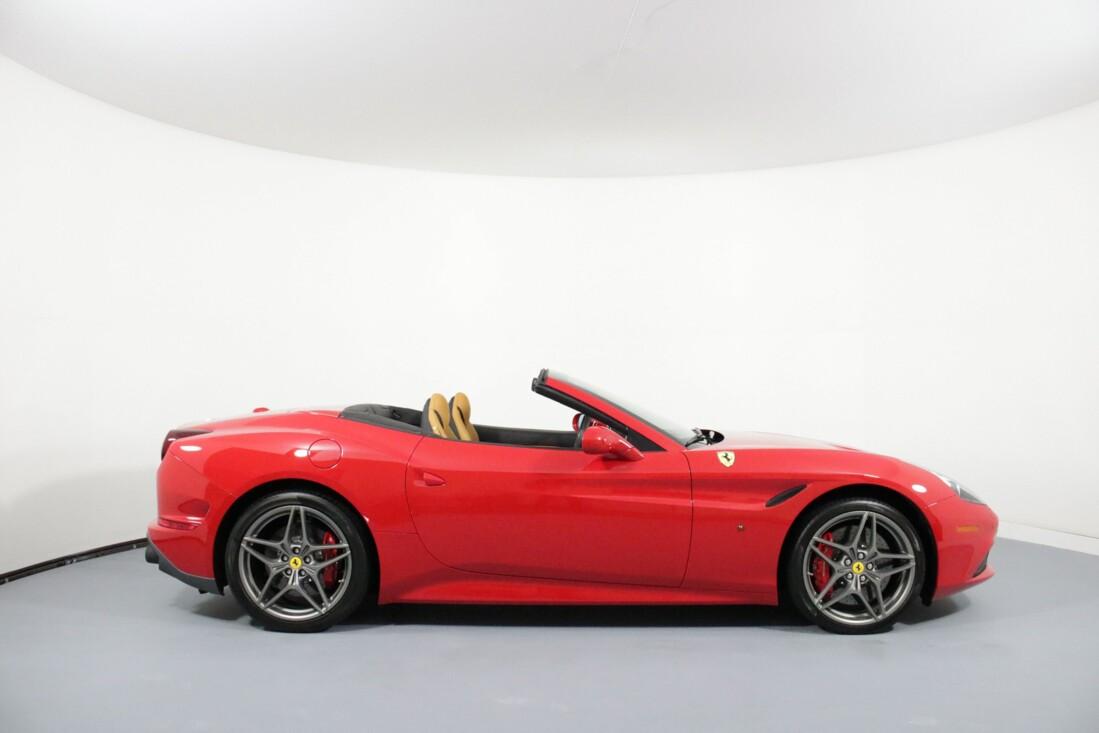 2017 Ferrari  California T image _615804a23997a4.27495881.jpg
