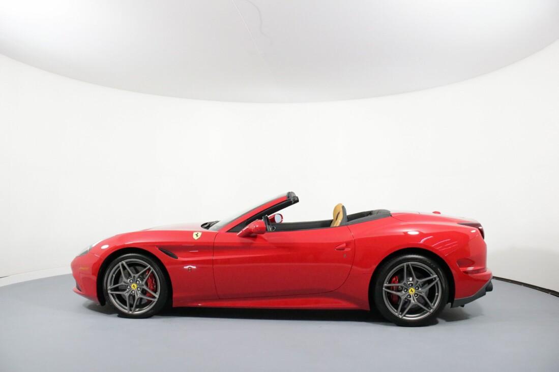 2017 Ferrari  California T image _615804b5c1c488.48212384.jpg