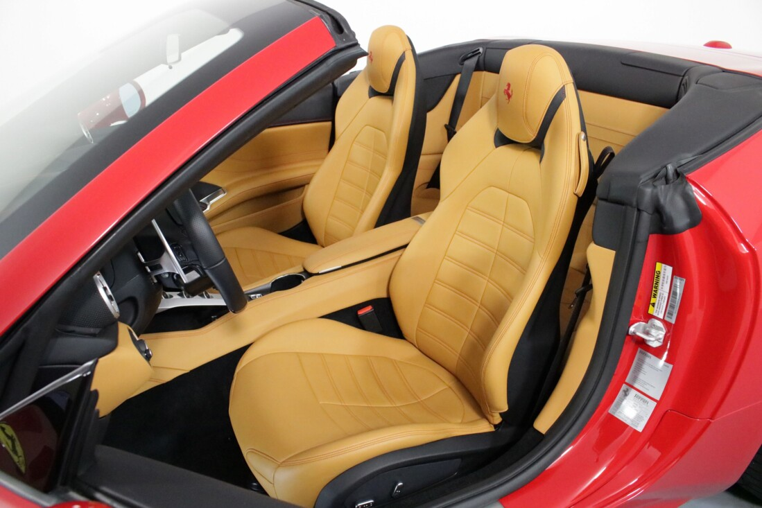 2017 Ferrari  California T image _615804d6eea593.26974888.jpg