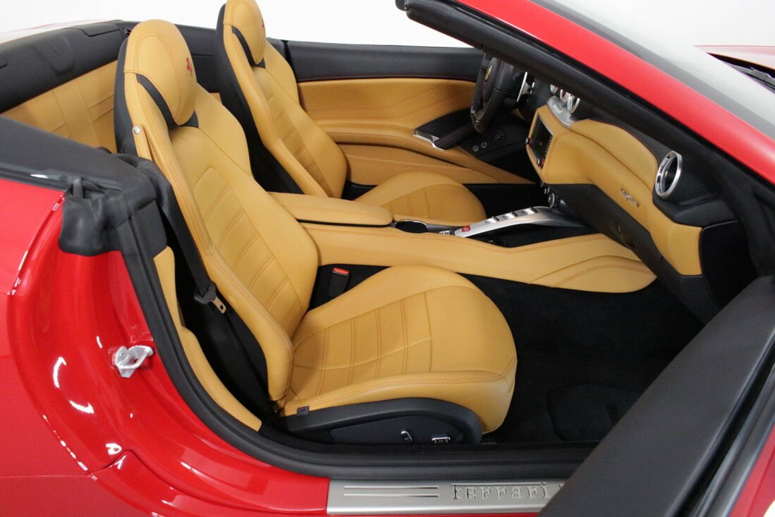 2017 Ferrari  California T image _615804f76c27a0.73947782.jpg