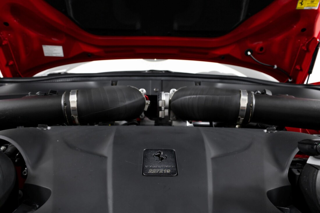 2017 Ferrari  California T image _6159550bbd48f8.72974039.jpg