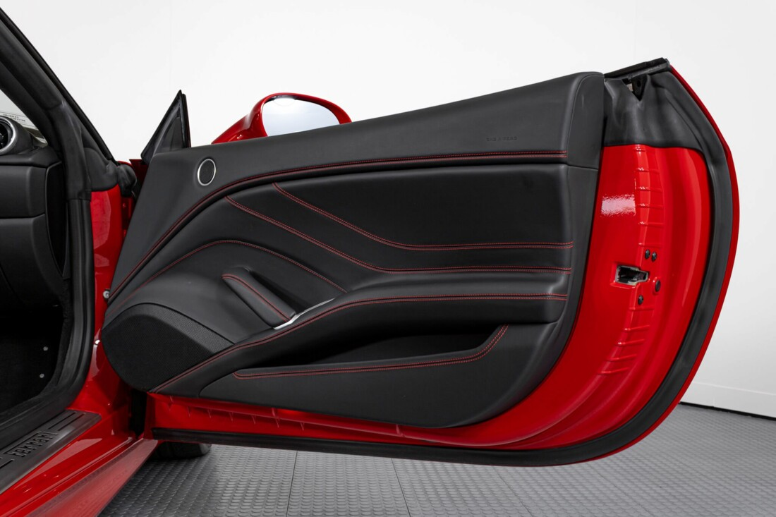 2017 Ferrari  California T image _6159551cb4ae76.35353241.jpg