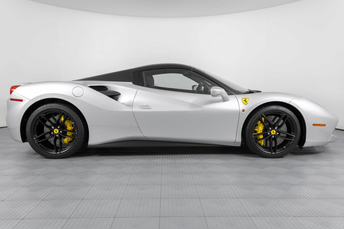 2018 Ferrari 488 Spider image _615955beab7da1.31096796.jpg