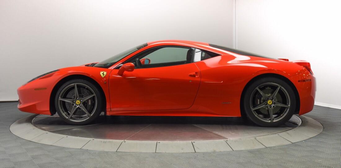 2013 Ferrari  458 Italia image _615956d32d0a54.50215892.jpg