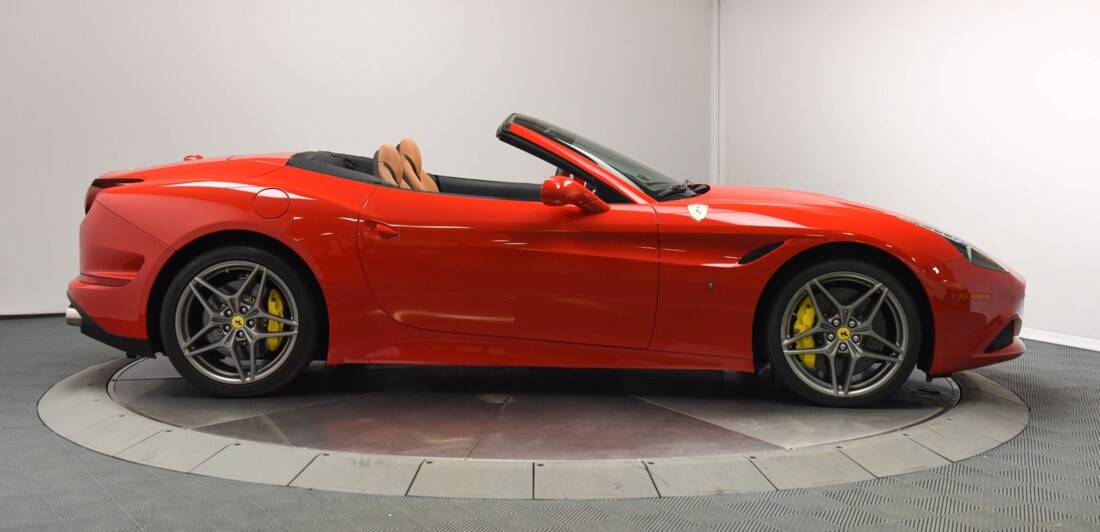 2017 Ferrari  California T image _6159571305e6a7.75767240.jpg