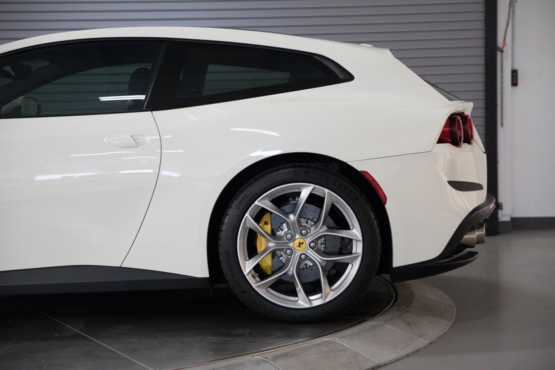 2018 Ferrari GTC4Lusso T image _615e9b146582d6.43980204.jpg