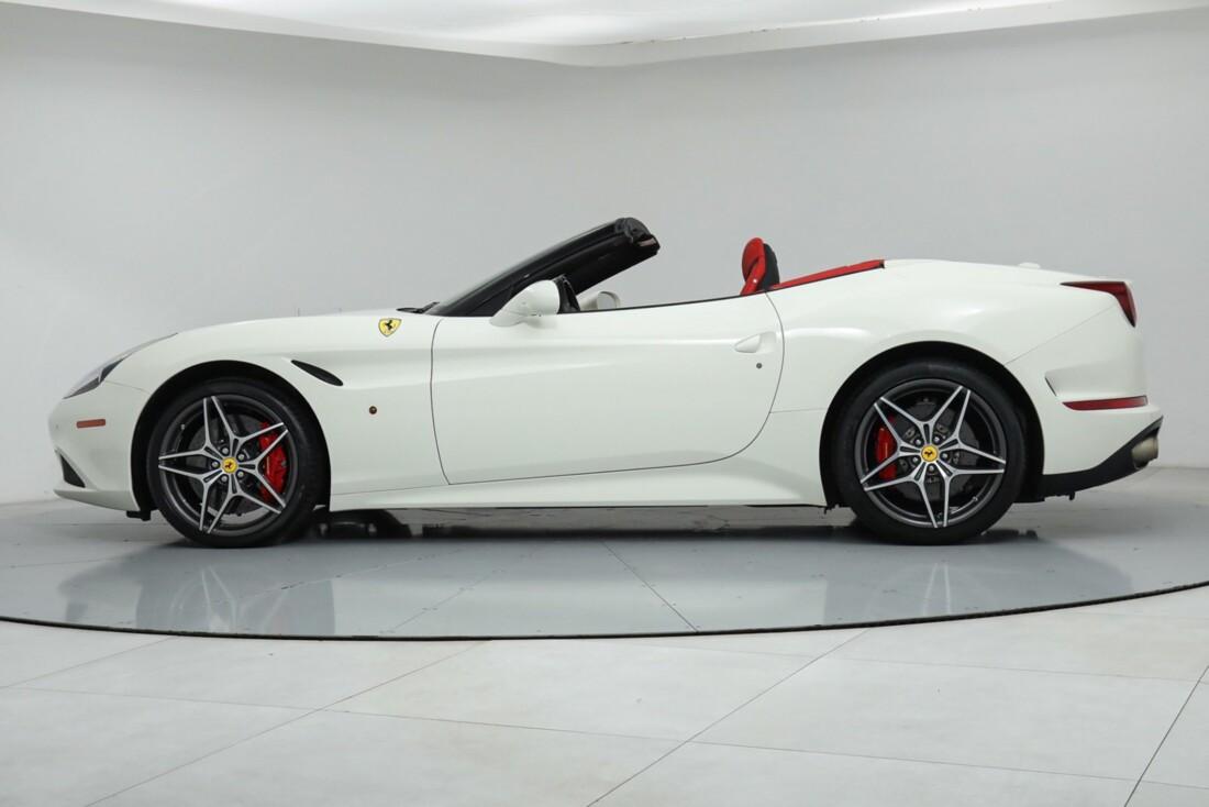 2015 Ferrari  California image _615e9b9ed0bf82.92384275.jpg