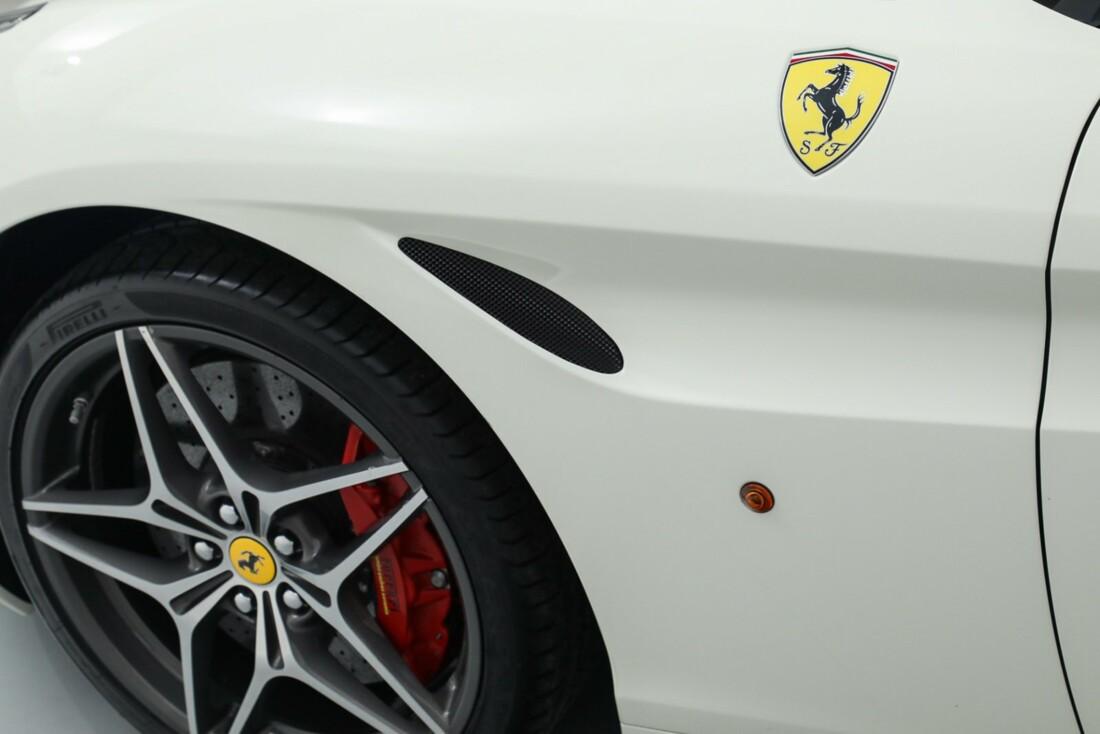 2015 Ferrari  California image _615e9bafae5461.56086377.jpg