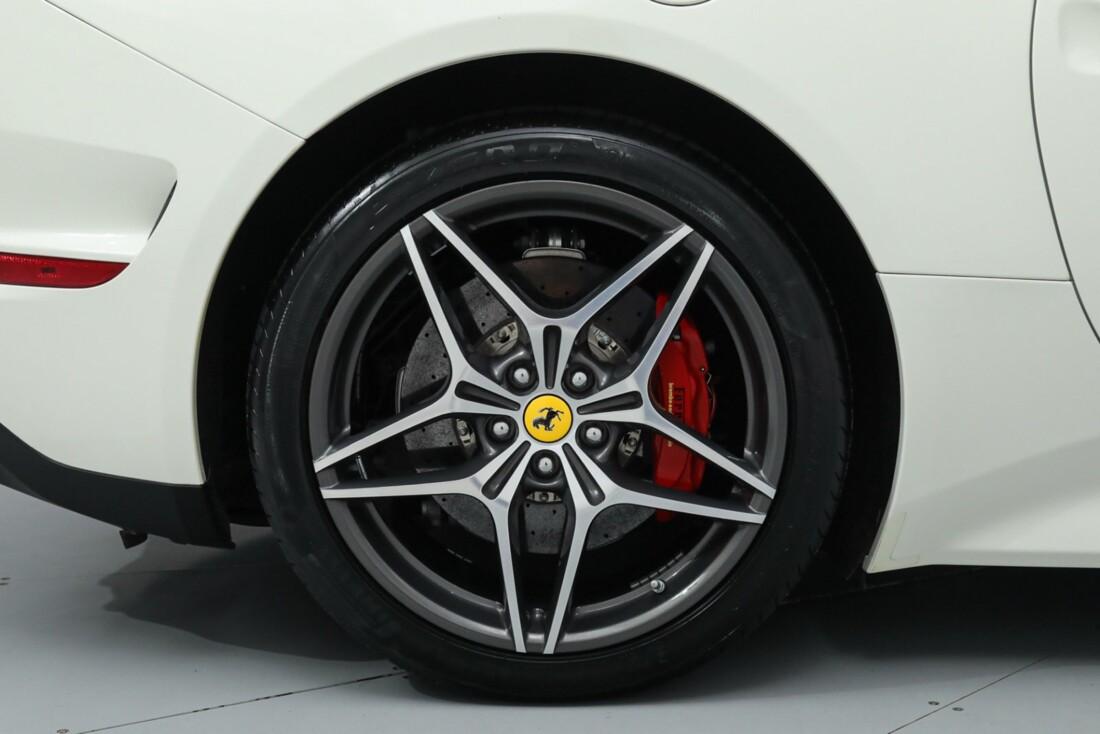 2015 Ferrari  California image _615e9bd0384891.99151861.jpg