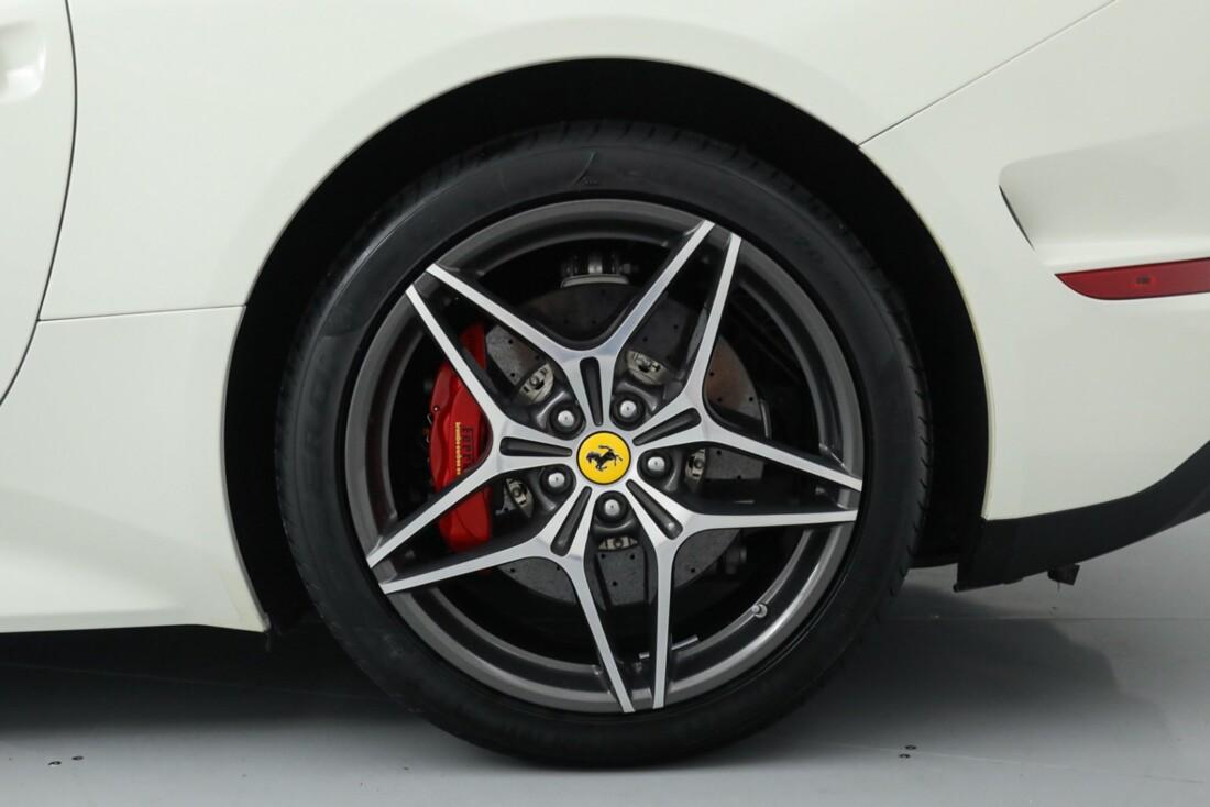 2015 Ferrari  California image _615e9bd1a77a37.38079149.jpg