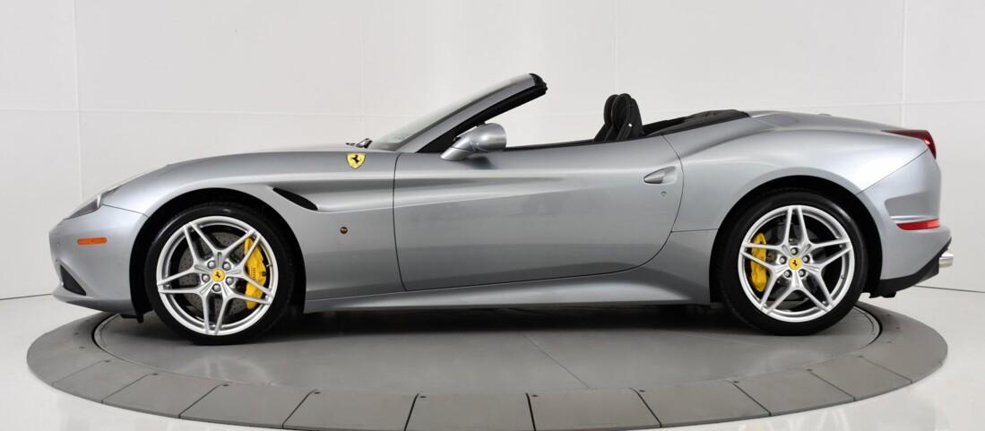 2015 Ferrari  California T image _615fec8129f394.91686492.jpg
