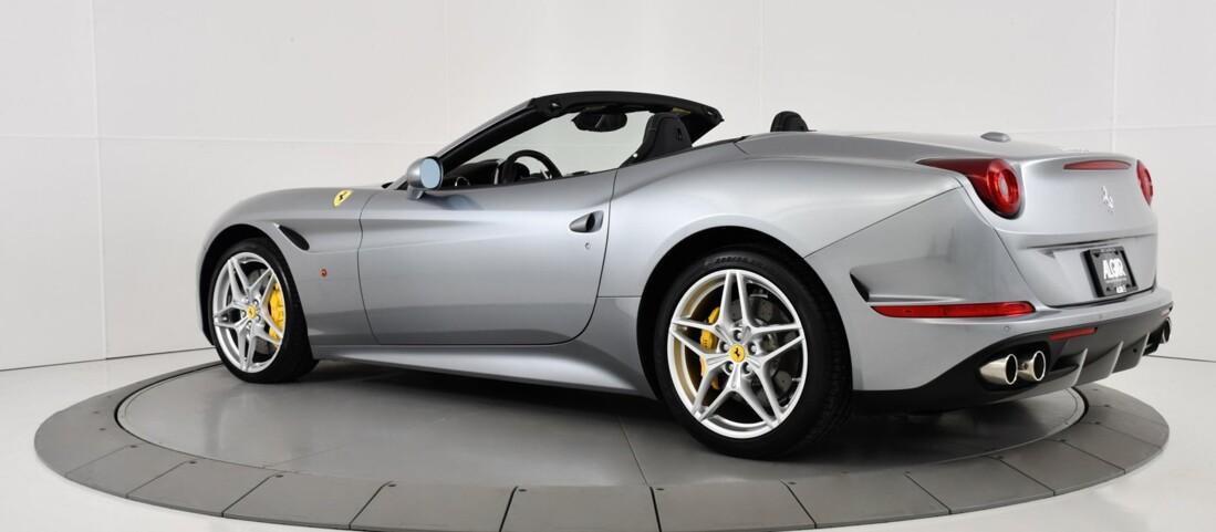 2015 Ferrari  California T image _615fec81b6e814.32760947.jpg