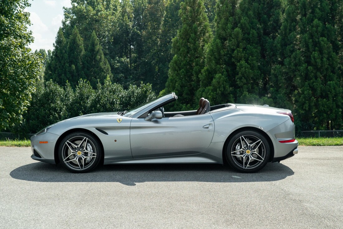 2017 Ferrari  California T image _615fedf91d4a26.18715994.jpg