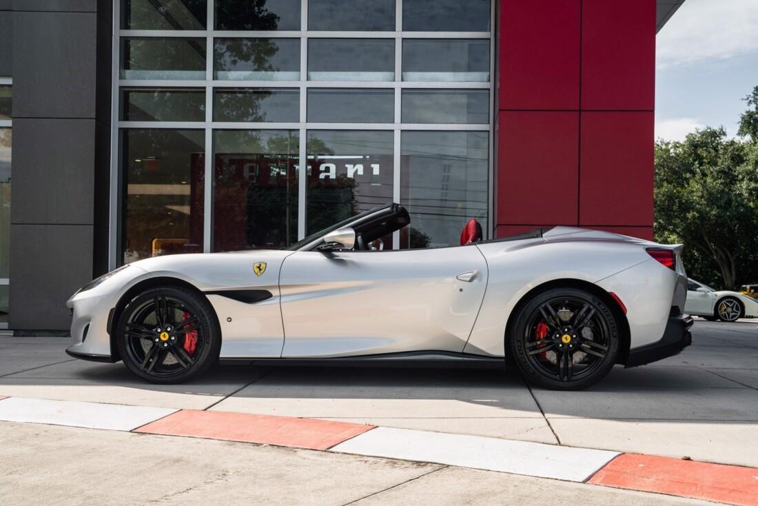 2019 Ferrari  Portofino image _61613e043559b5.03664341.jpg