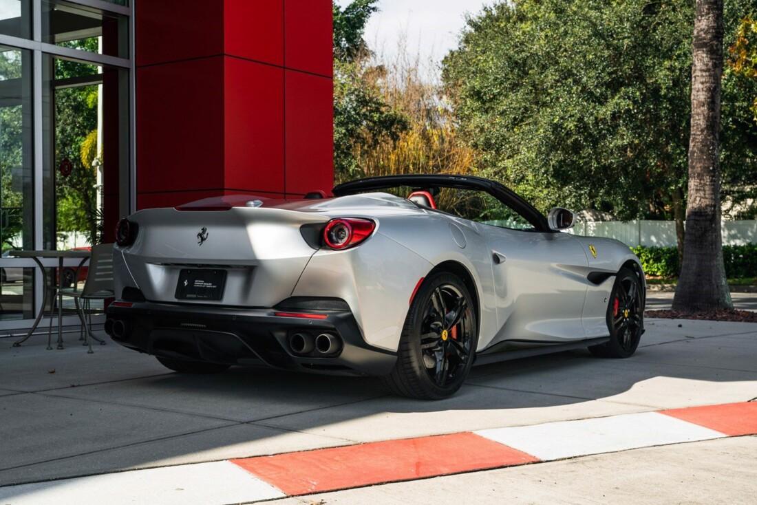 2019 Ferrari  Portofino image _61613e068ad880.54330526.jpg