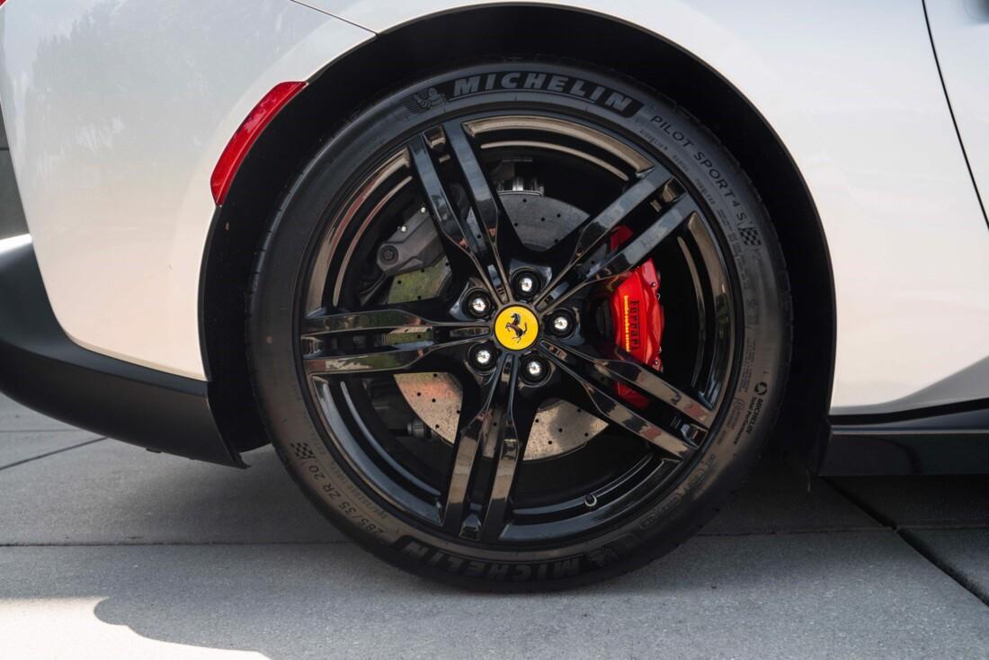 2019 Ferrari  Portofino image _61613e135d3c77.26858613.jpg