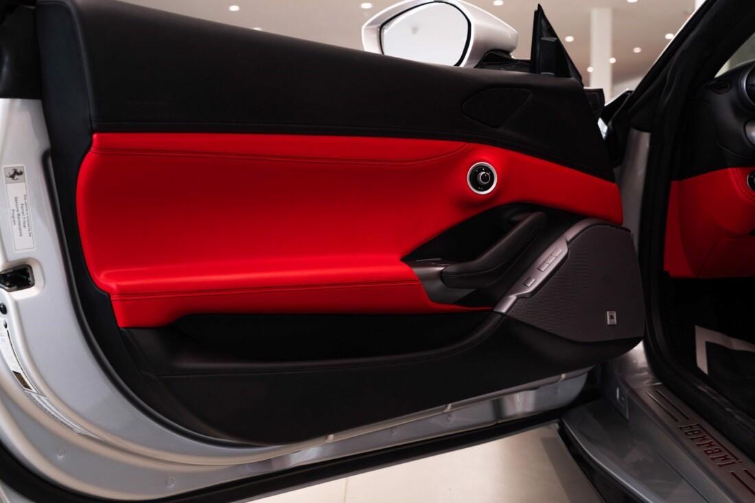 2019 Ferrari  Portofino image _61613e1a761430.42594718.jpg