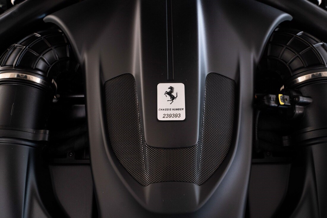2019 Ferrari  Portofino image _61613e23c7c055.90905932.jpg