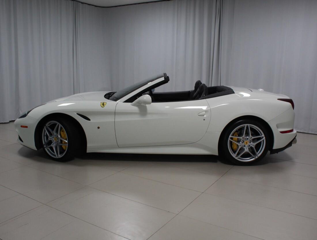 2017 Ferrari  California T image _61628f77a66085.75926005.jpg