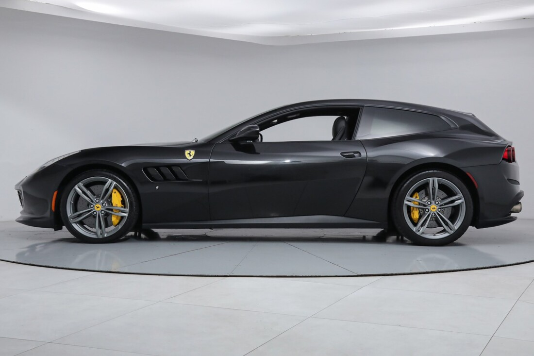 2018 Ferrari GTC4Lusso image _6167d5f2ecfd11.34168604.jpg