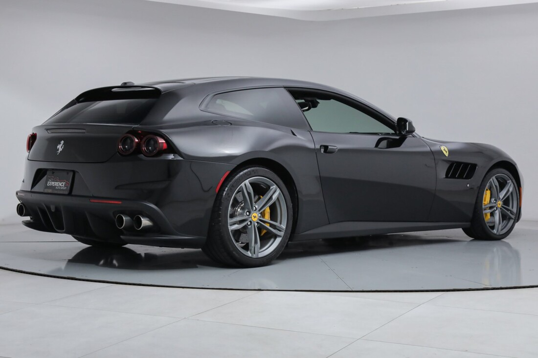 2018 Ferrari GTC4Lusso image _6167d5f544cbd3.26917243.jpg