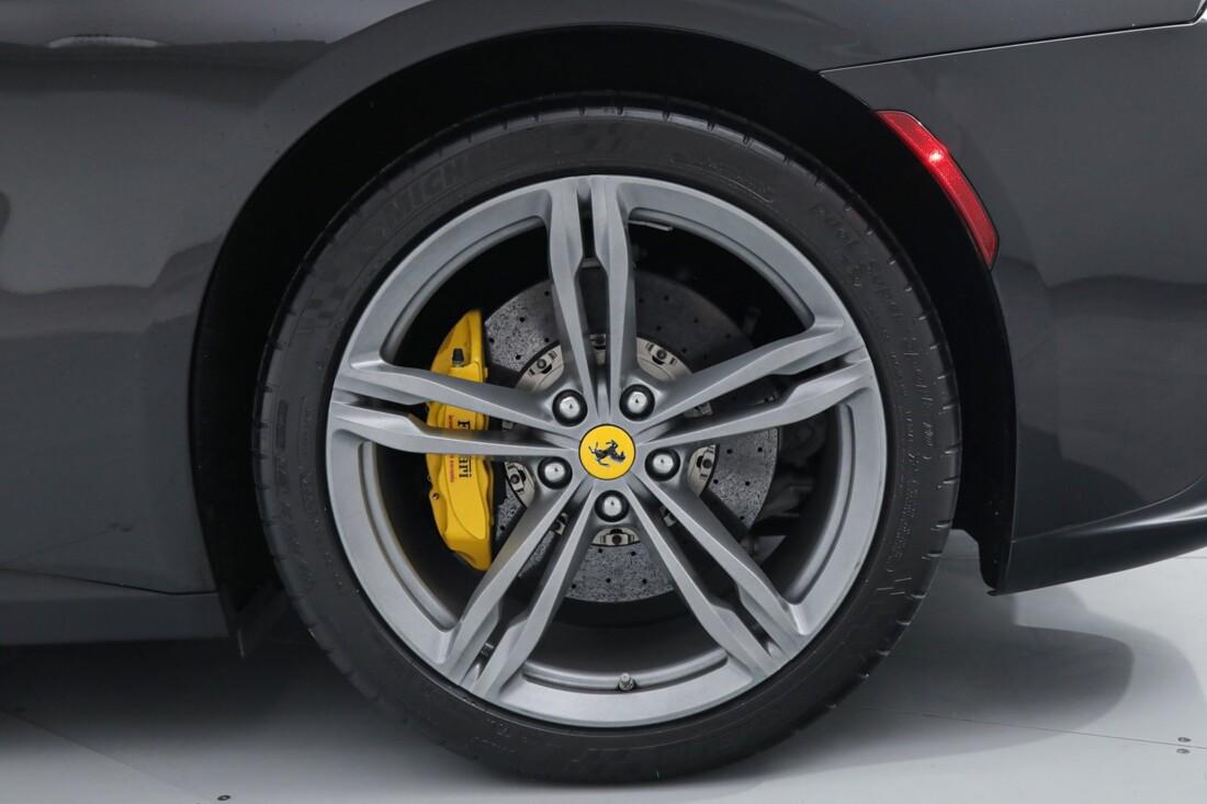 2018 Ferrari GTC4Lusso image _6167d61675afe2.92290632.jpg