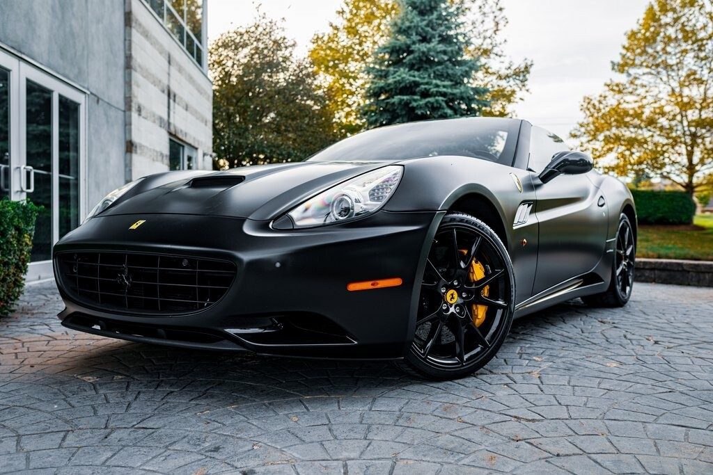 2014 Ferrari  California image _6167d6bfed9c15.26196012.jpg